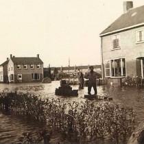 De Burchtstraat, toen het water al weer bijna gezakt was