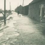 Het water stroom over de vissersdijk