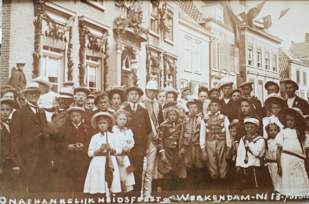 20160425 Persbericht Theatergroep YrroS! op Historisch Festival Werkendam